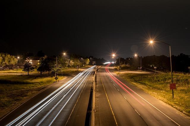headlights-1150066_640