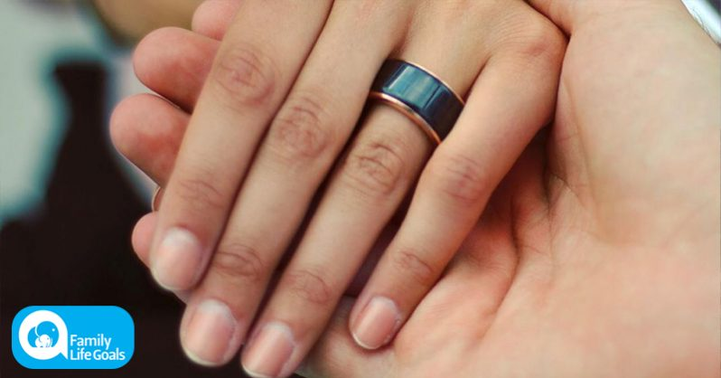 Image of The ring that lets you feel your partner's heartbeat from anywhere in the world in real time