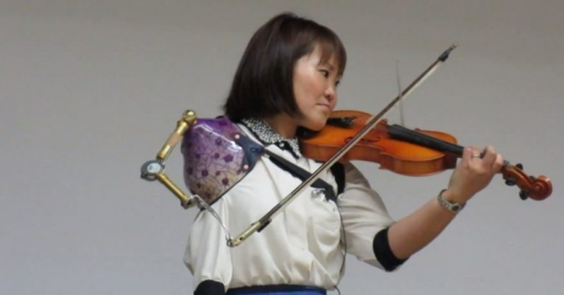 Image of Inspiring: Manami Ito Plays Stunning Violin Solo with Prosthetic Arm