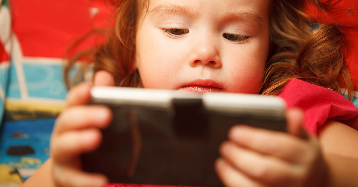 "Giving Your Child a Smartphone Is ""Like Giving Them Drugs,"" Says Top Addiction Expert"