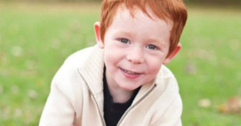 Image of 3-year-old boy heartbroken due to bullying from other kids because of his red hair