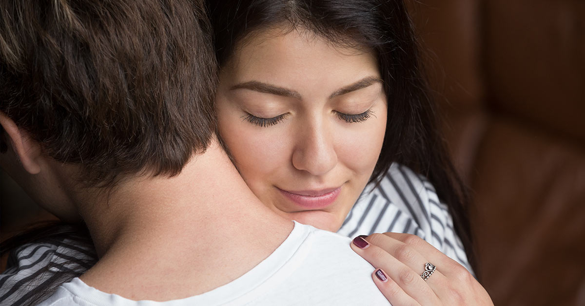Sniffing Your Partner's Shirt Helps Reduce Stress, Study says