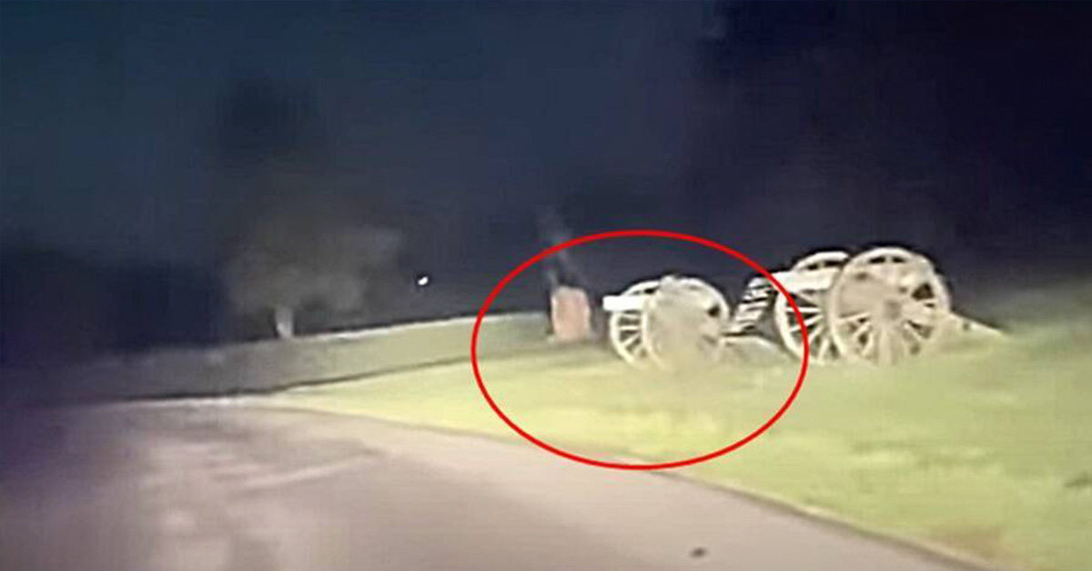 Spooky Video Shows Gettysburg 'Ghosts' Run Across the Road