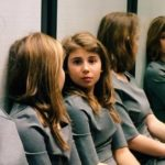People Can't Quite Figure Out How Many Girls Are In This Optical Illusion